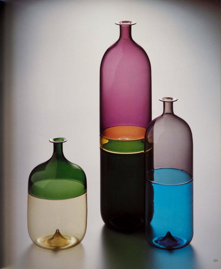 Botella de vidrio soplado sin molde.