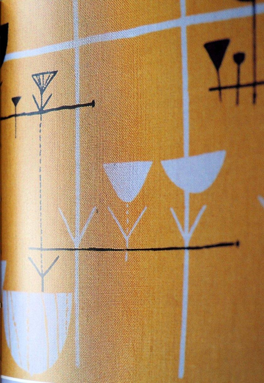 Tela estampado cestas de pájaros y vasijas. Diseñadora Marian Mahler